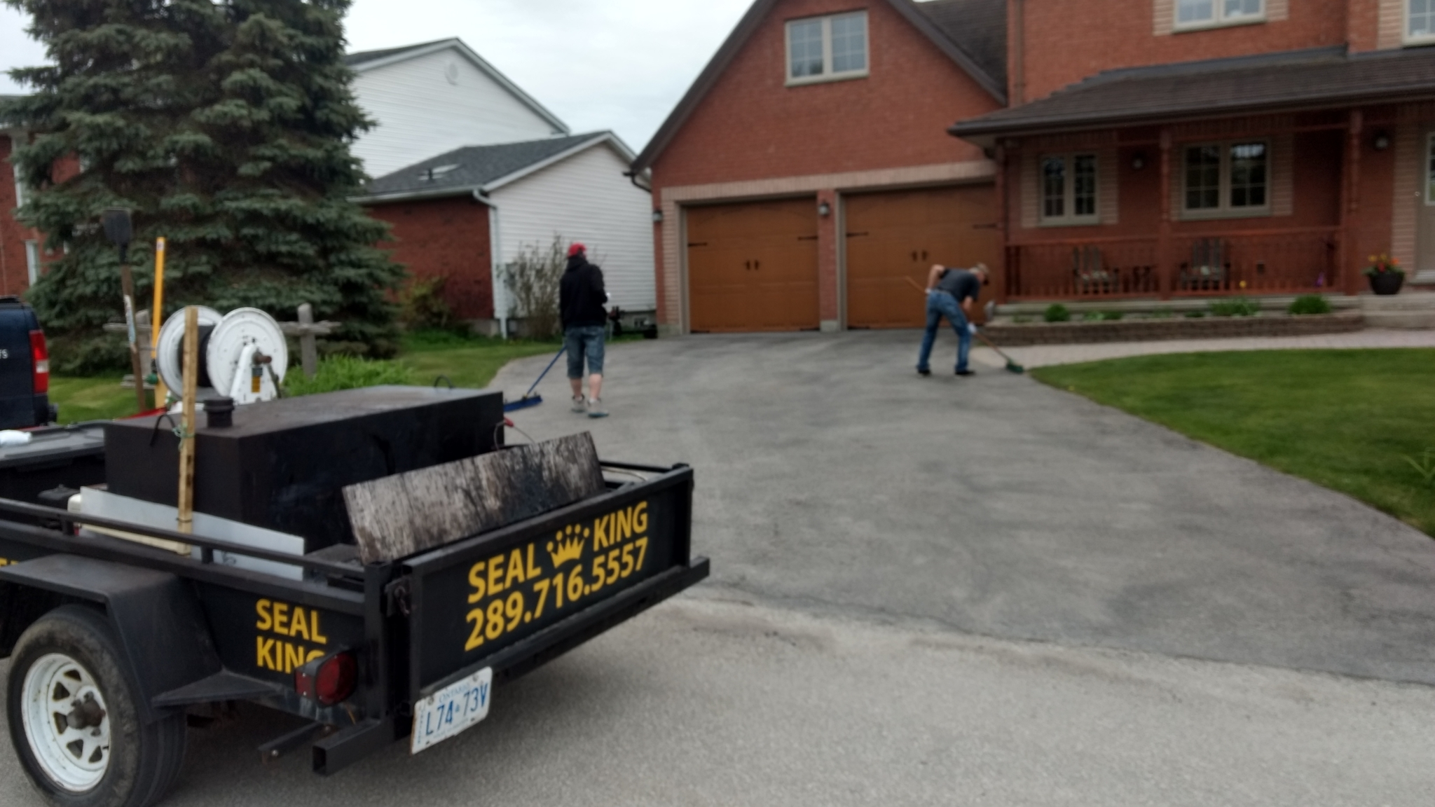 Cleaning and prepping the driveway Asphalt Seal King Bradford (289)716-5557