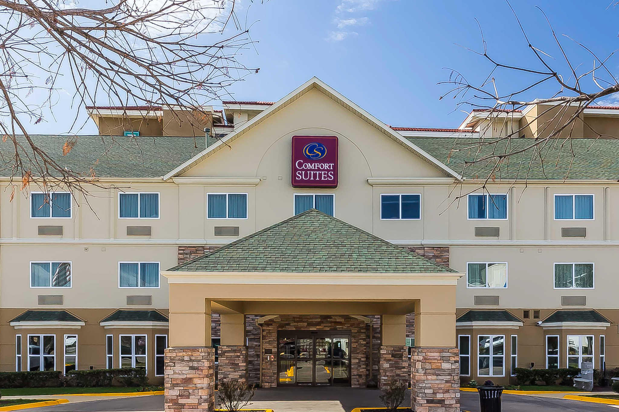 image of the Comfort Suites North Dallas