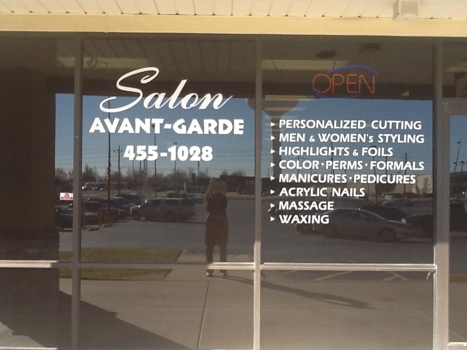 Salon Avant-Garde
