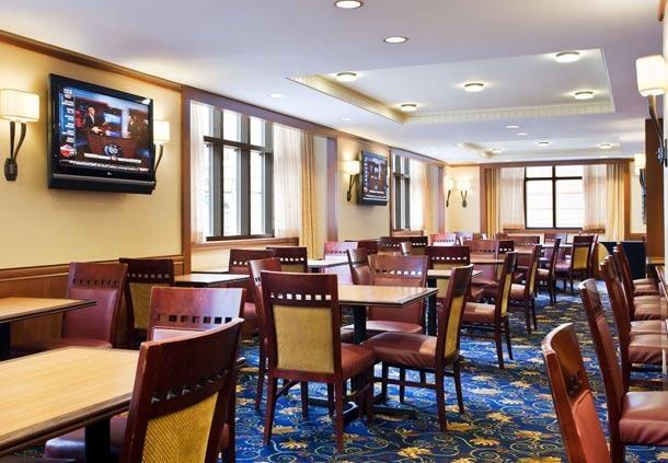 Center City Philadelphia Hotel - Residence Inn by Marriott Philadelphia Center City - Dining Area