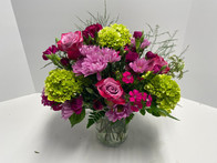There are many different ways to show your love through anniversary flowers.