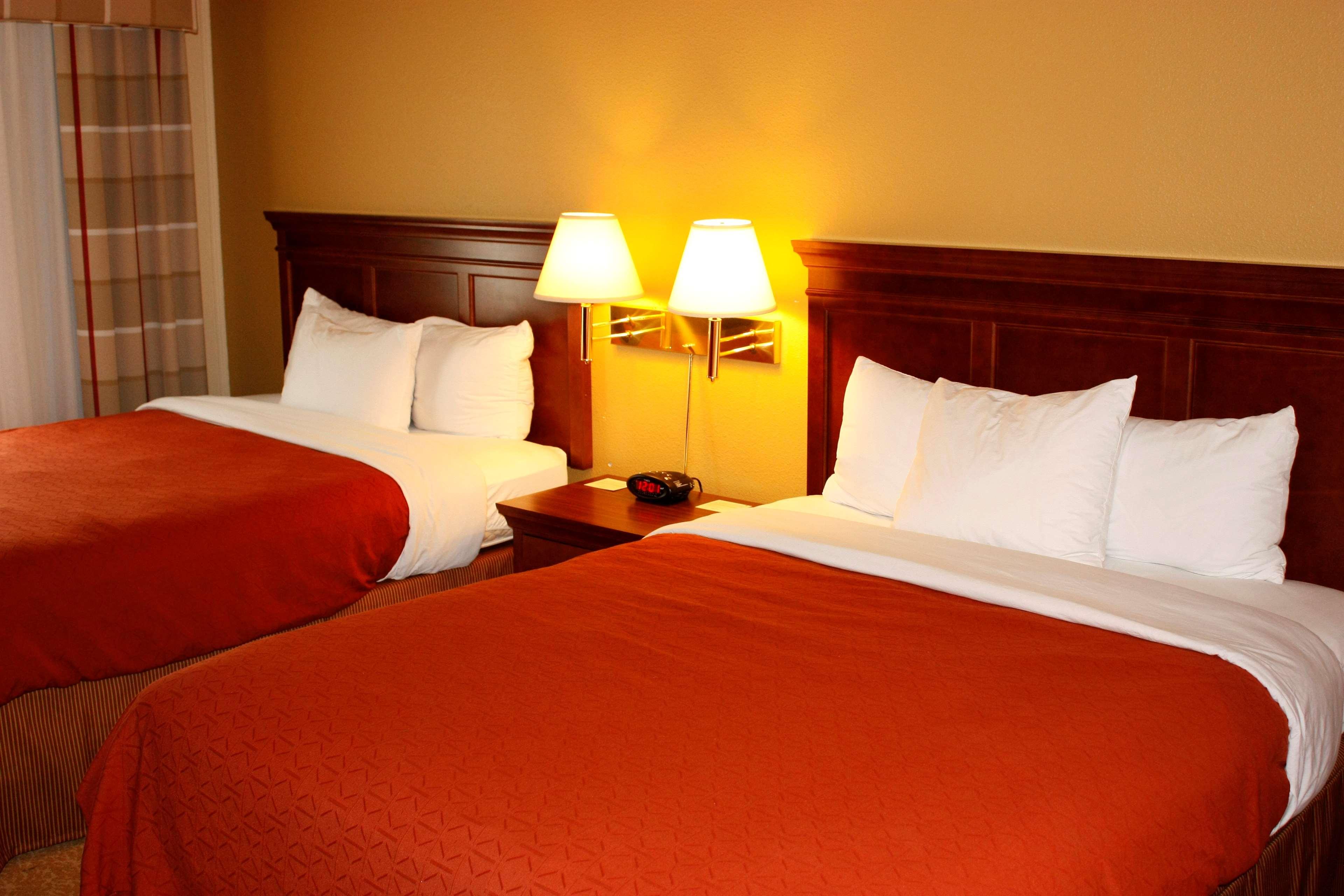 Country Inn & Suites by Radisson, Saskatoon, SK in Saskatoon: 2 Queen Beds
