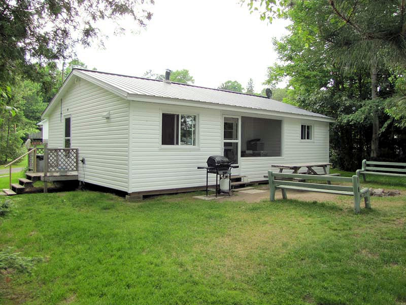 Cozy Camp Cottages in Corbeil