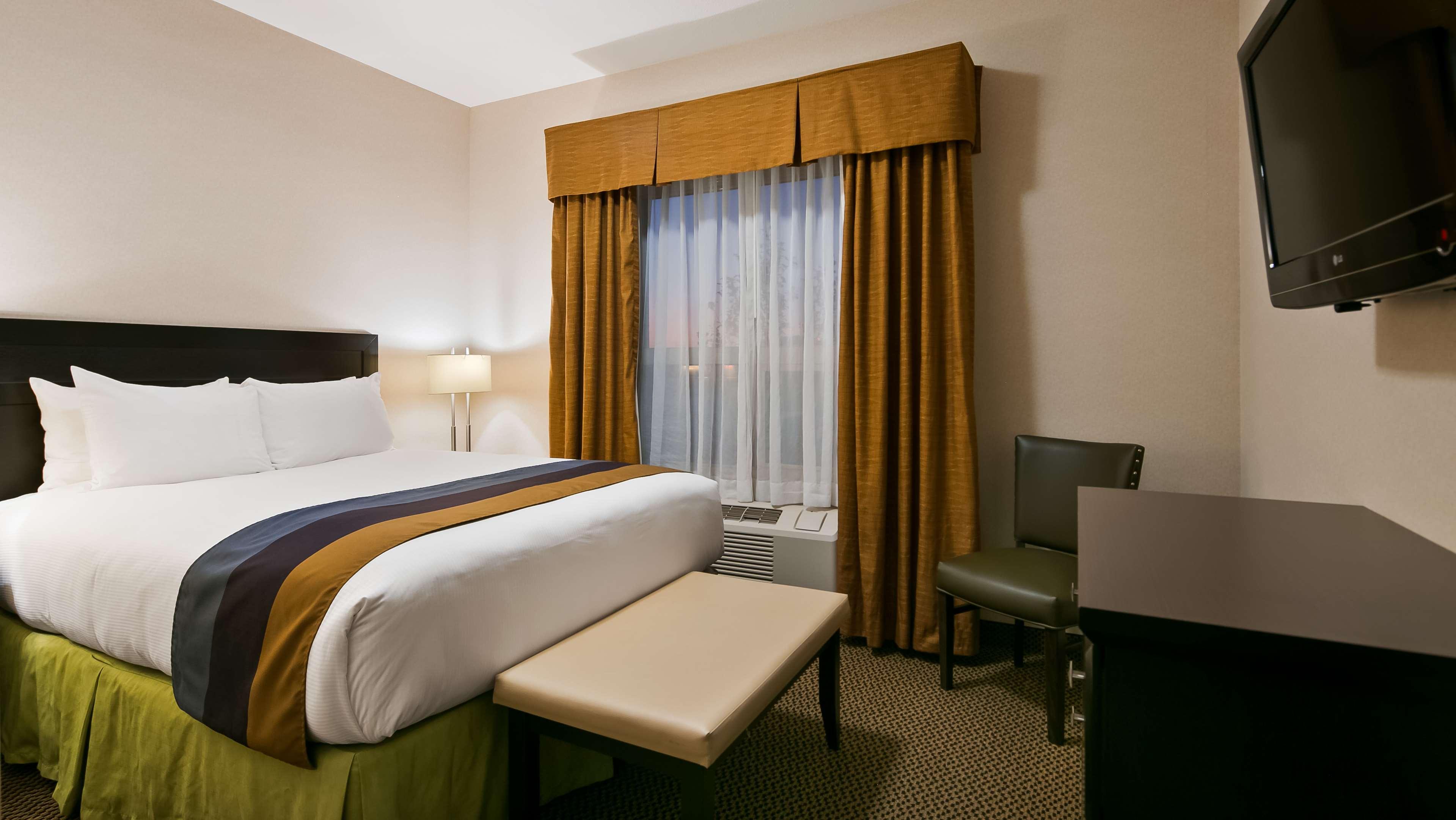 Enjoy a separate bedroom in our Exec Best Western Wainwright Inn & Suites Wainwright (780)845-9934