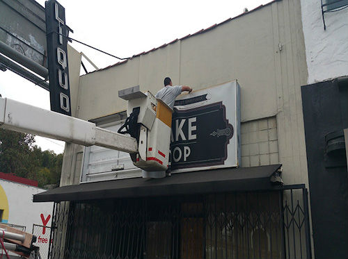 We offer sign repair in Los Angeles and Ventura County. Los Angeles Signs & Awnings Northridge (818)861-5394