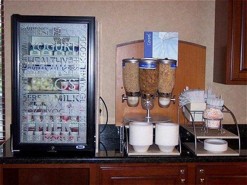 Holiday Inn Express Altoona - ad image