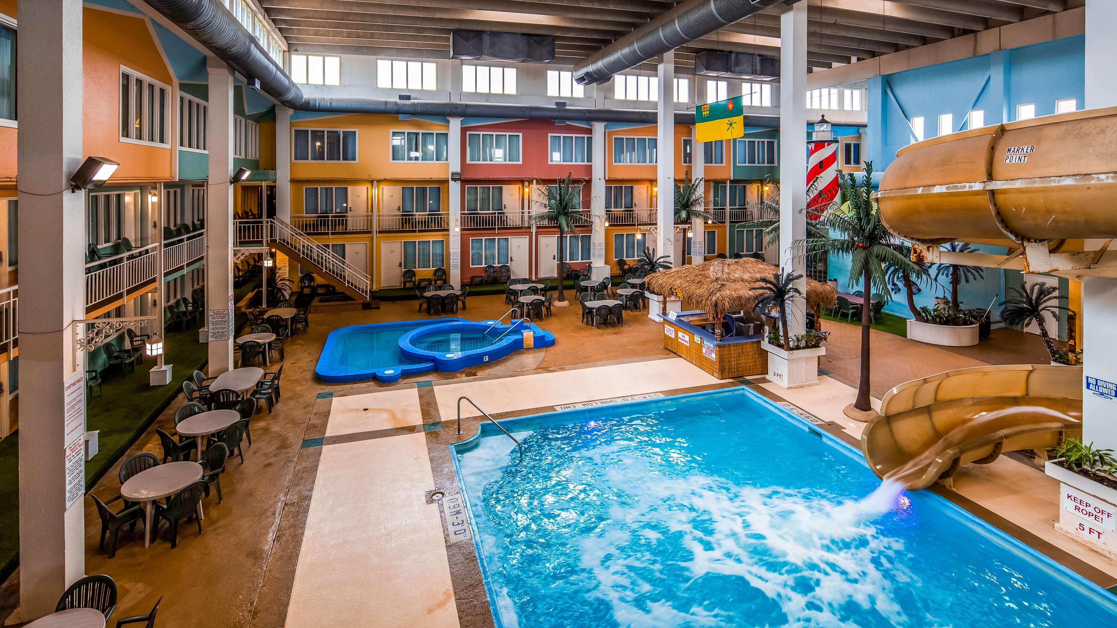 SureStay Plus Hotel by Best Western Seven Oaks in Regina: Indoor Pool and Slide