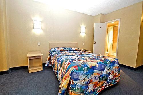 Motel 6 Washington DC image 0