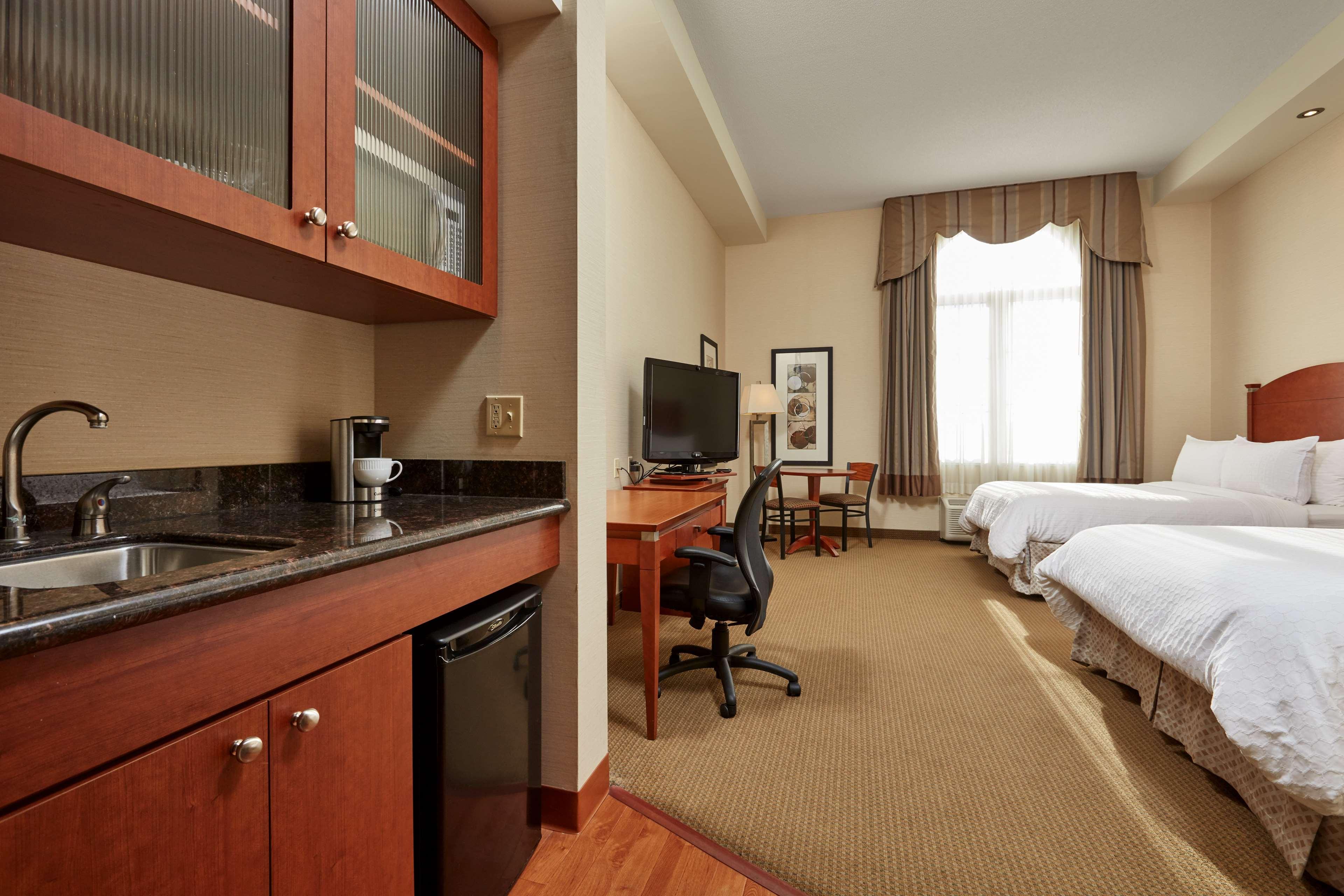 Two Queen Kitchenette Suite Best Western Plus Orangeville Inn & Suites Orangeville (519)941-3311