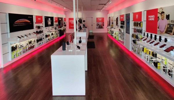 Interior photo of T-Mobile Store at Maple Ave W & Courthouse Rd SW, Vienna, VA