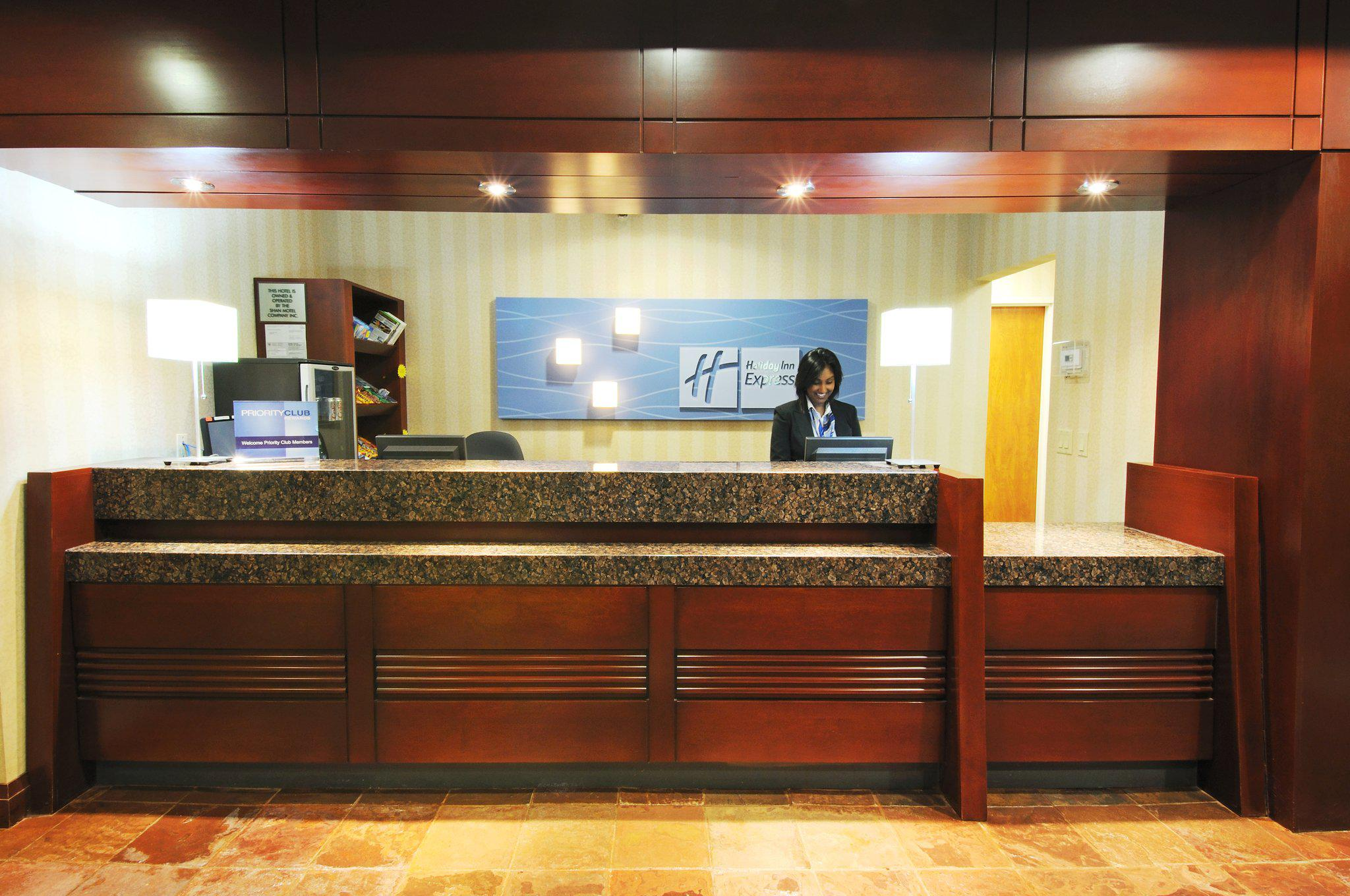 Images Holiday Inn Express & Suites Brampton