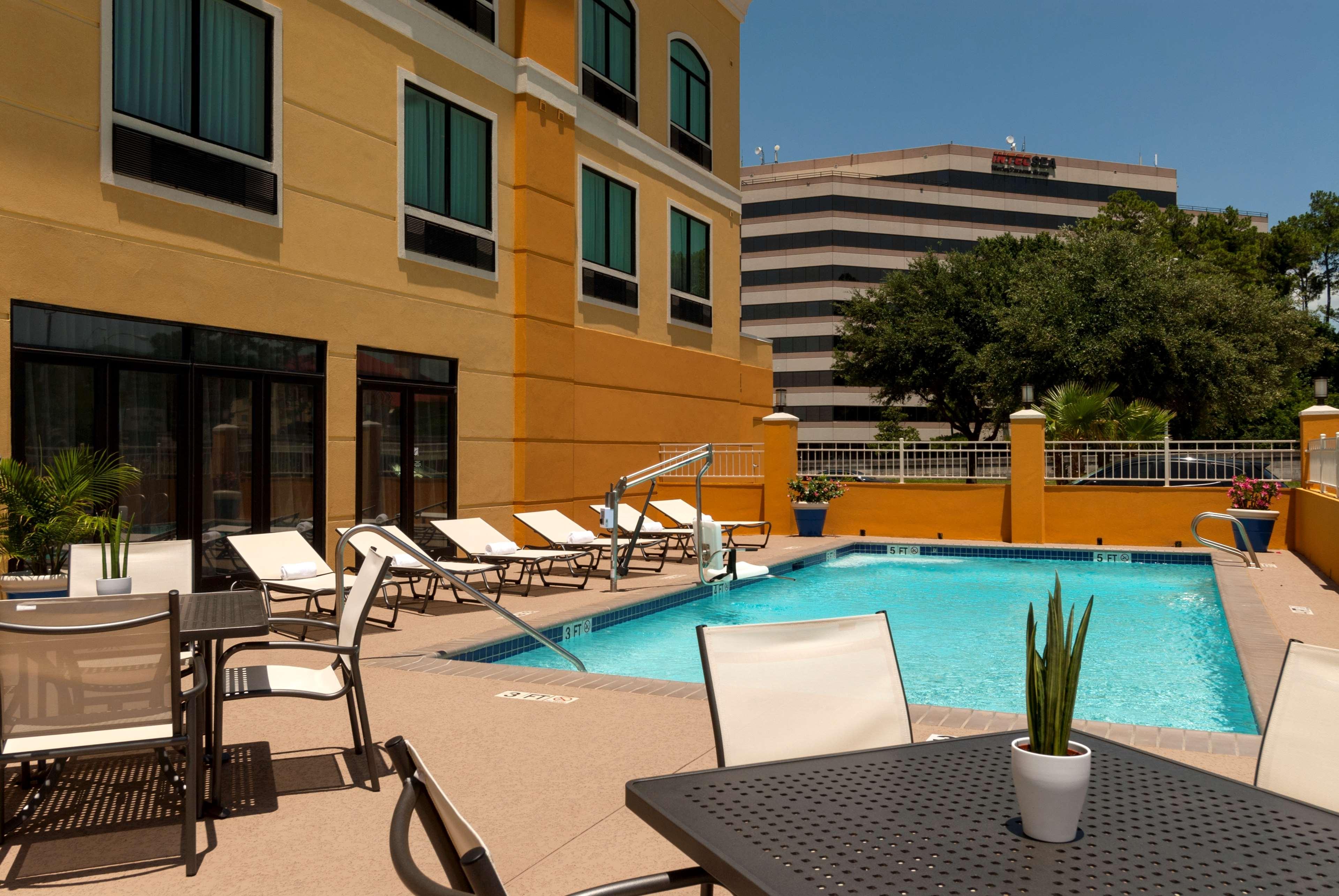 Hotels Near Jfk With Pool