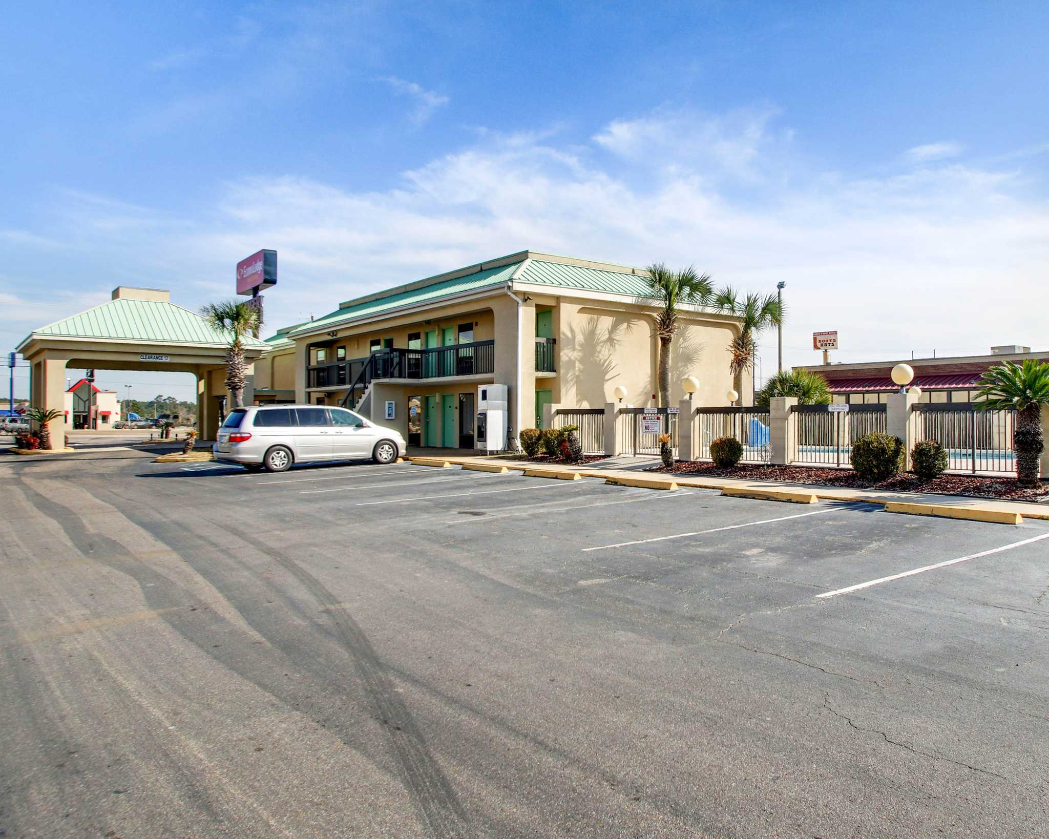 Econo Lodge Inn Amp Suites Gulfport Mississippi Ms