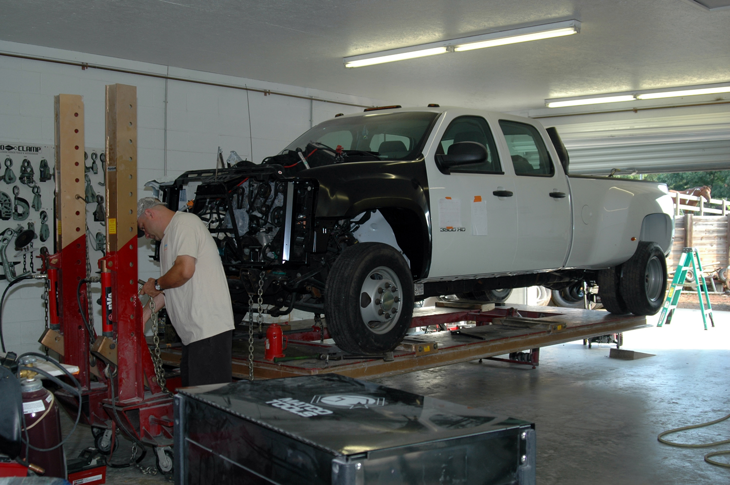 Color master collision center llc in mooresville nc for Plaza motors collision center