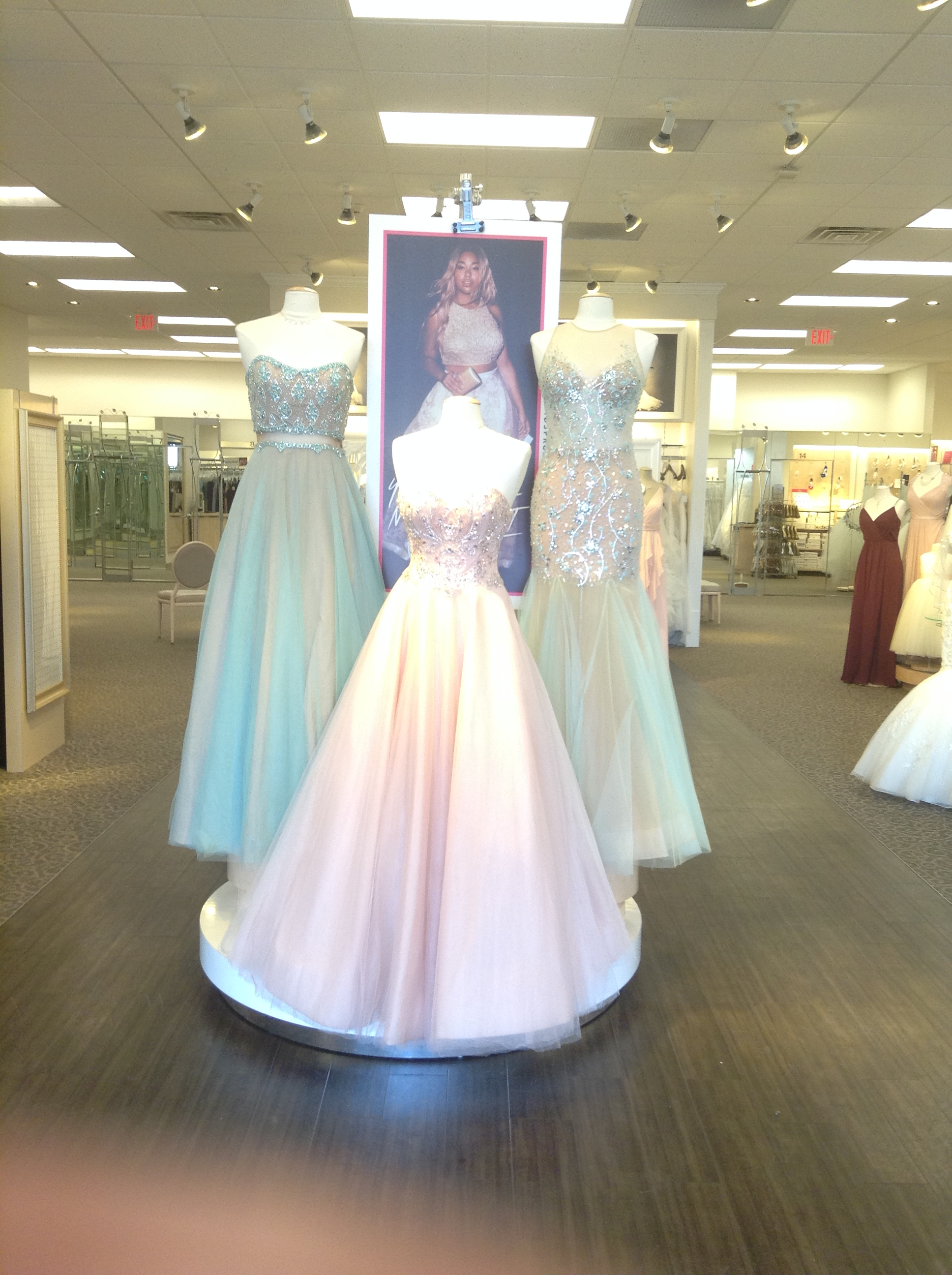 David 39 s bridal wichita kansas ks for Plus size wedding dresses in wichita ks