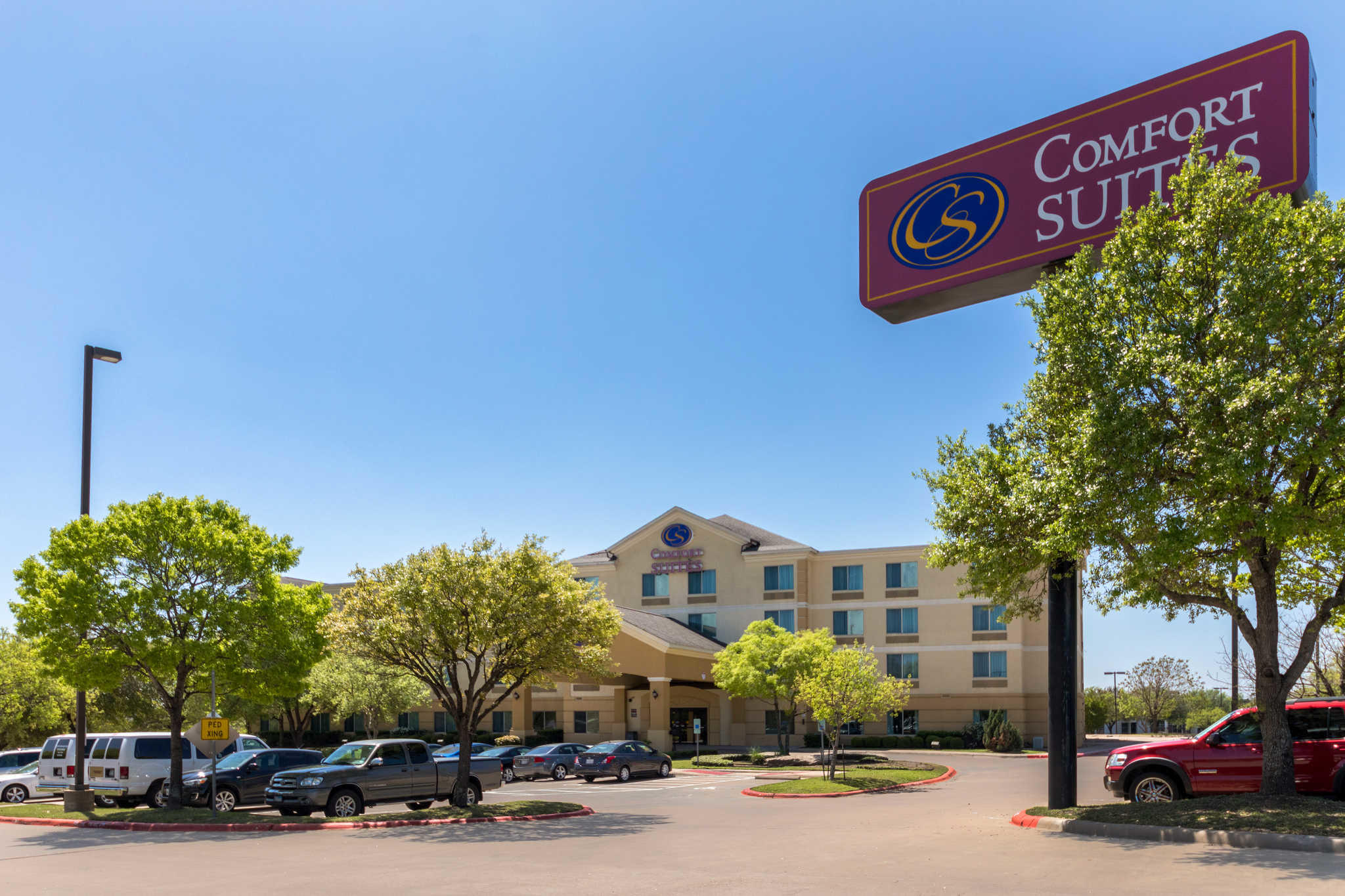The Residence Inn Round Rock is located just north of Austin and offers impeccable service and spacious apartment-style suites. Nestled within walking distance from Dell Corporate campus and right around the corner from Apple Inc., discover all that Residence Inn Round Rock has to offer.