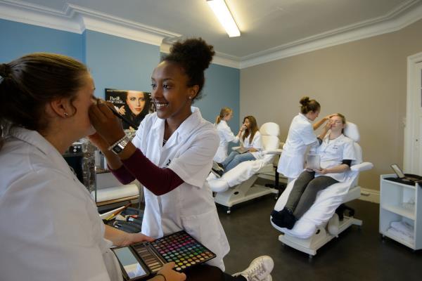 School voor schoonheidszorgen Denise Grésiac