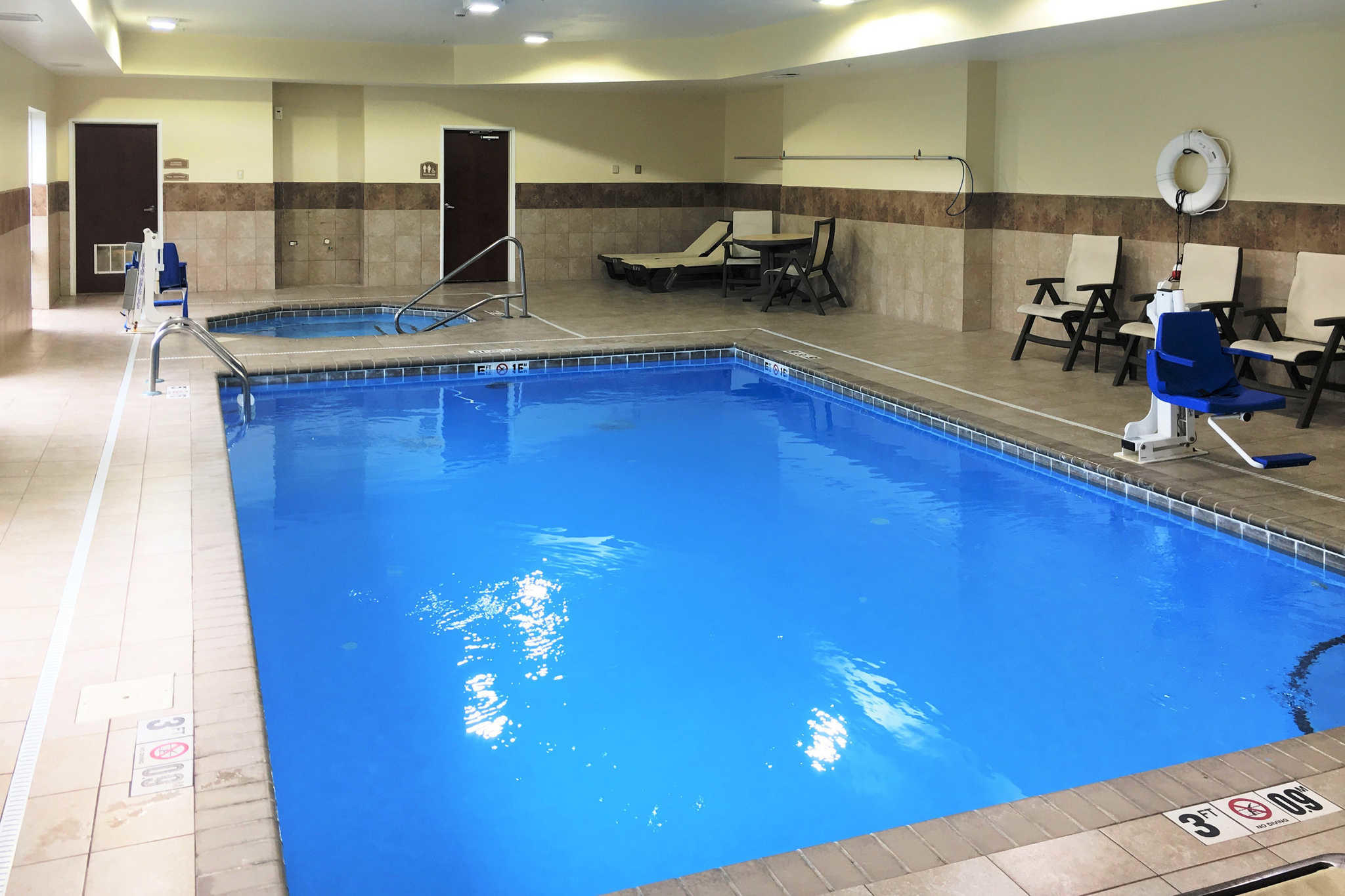 Comfort Inn Amp Suites Coupons Porter In Near Me 8coupons
