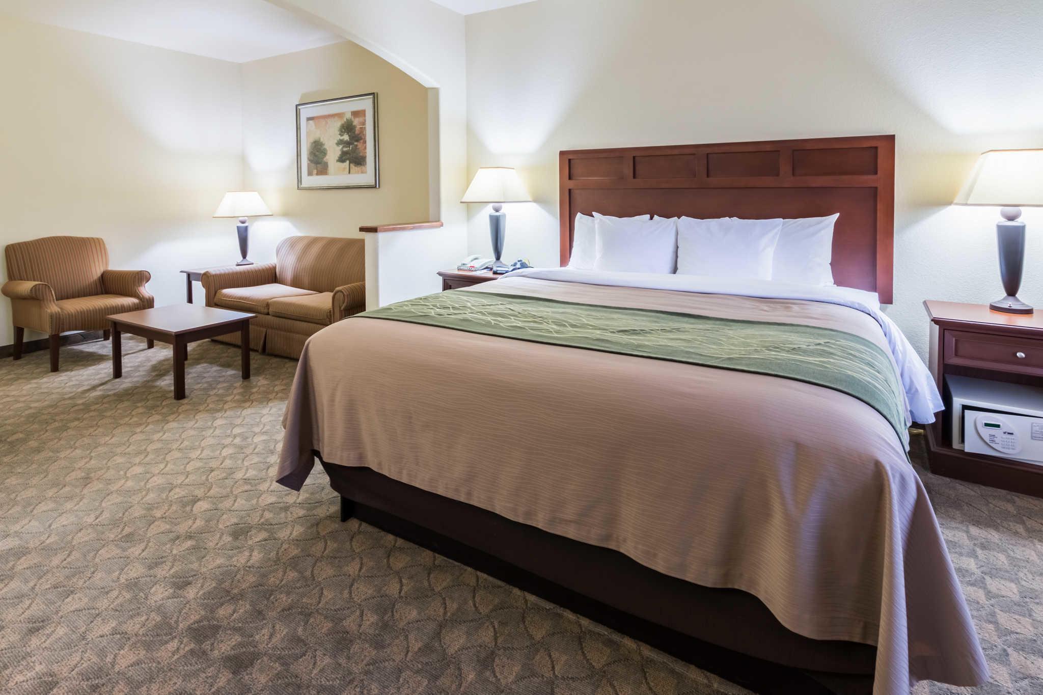 Comfort Inn Amp Suites Near Comanche Peak In Glen Rose Tx