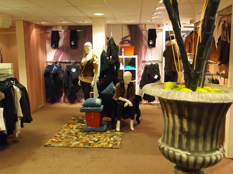 Damesmode Dekker Modehuis
