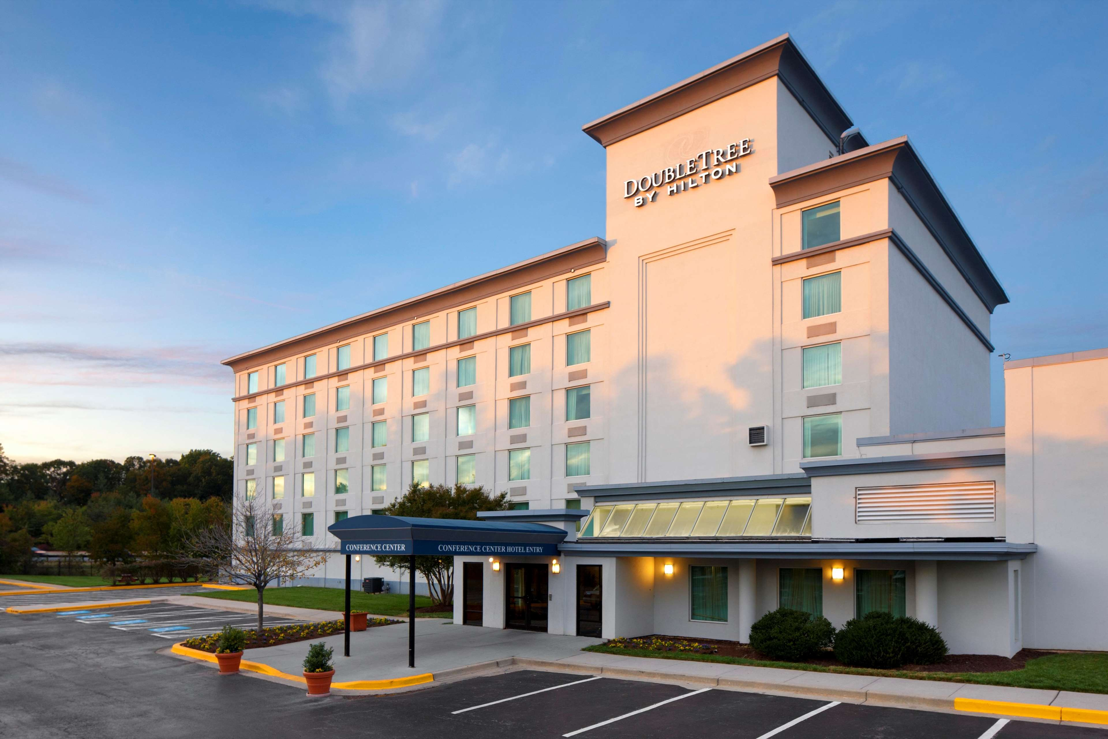 Hotel at a Glance: Radisson Hotel Washington DC-Rockville. This comfortable hotel is a convenient base for exploring Washington, DC, located about 20 miles independent-allows.ml: $
