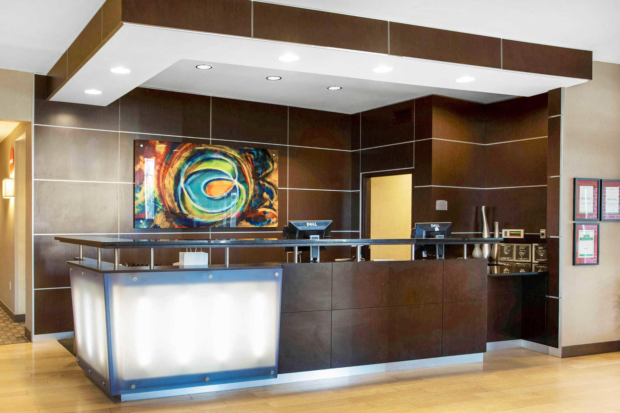 Restaurants Near Cambria Suites Roanoke Va