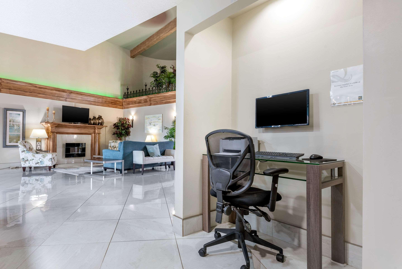 Business center Quality Inn Sarnia (519)344-1157