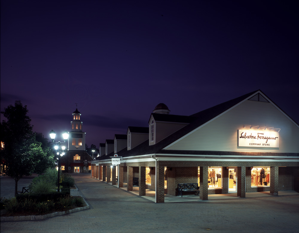 Woodbury Common Premium Outlets is located in an area of Central Valley known for its beautiful lakeside setting, hiking, and major shopping area. You can pick from 22 hotels and other accommodations within 10 miles of Woodbury Common Premium Outlets and venture out from there to see the greater Central Valley area.
