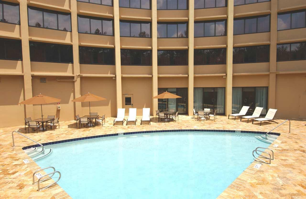 Doubletree by hilton hotel atlanta north druid hills for Garden hills pool hours