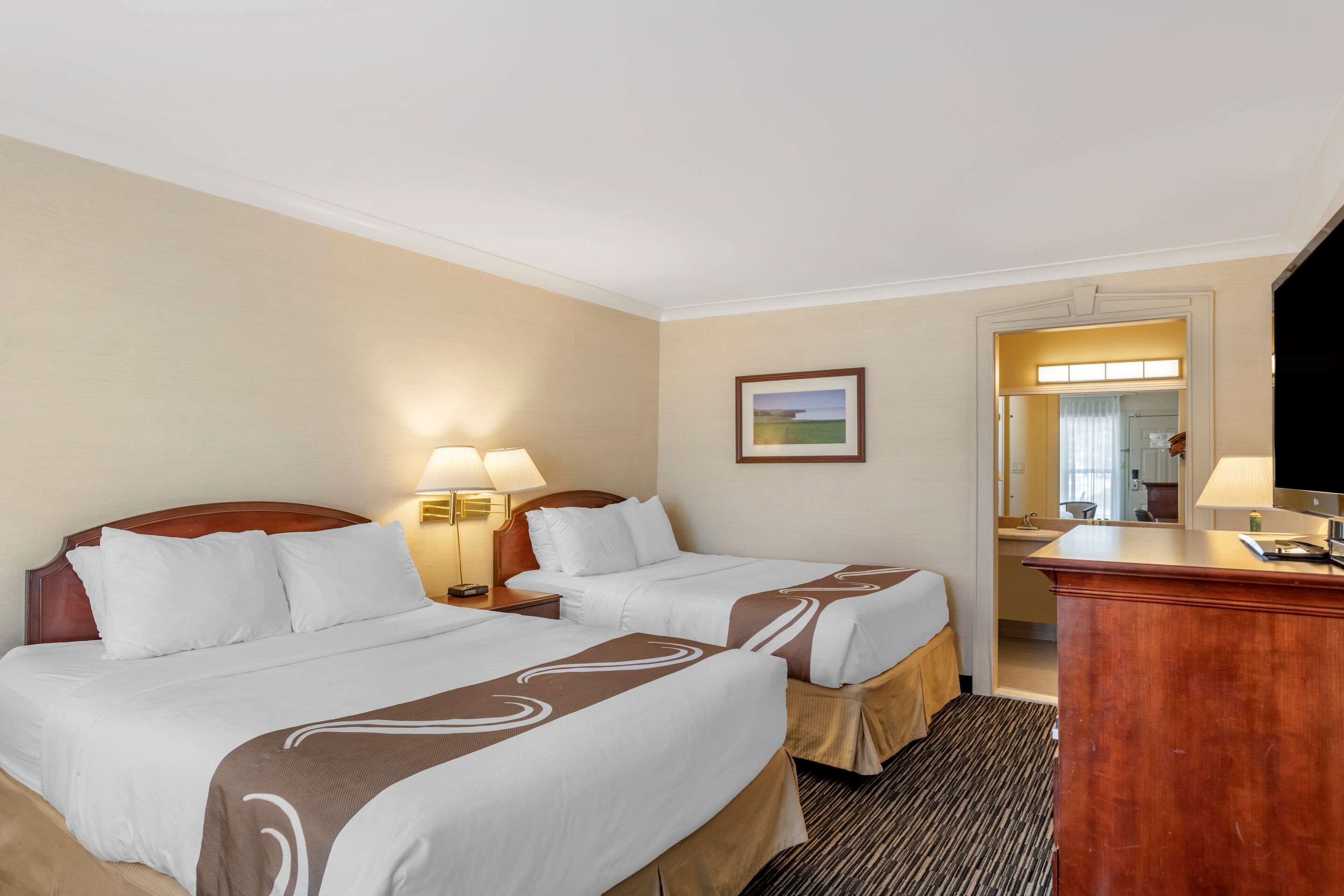 Quality Inn & Suites Garden Of The Gulf in Summerside: Guest room with two beds