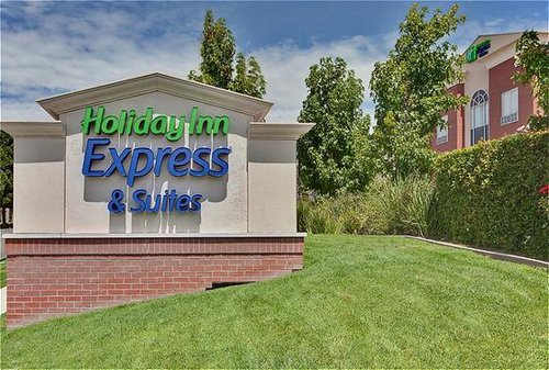 Holiday Inn Express & Suites Ontario Airport-Mills Mall image 1