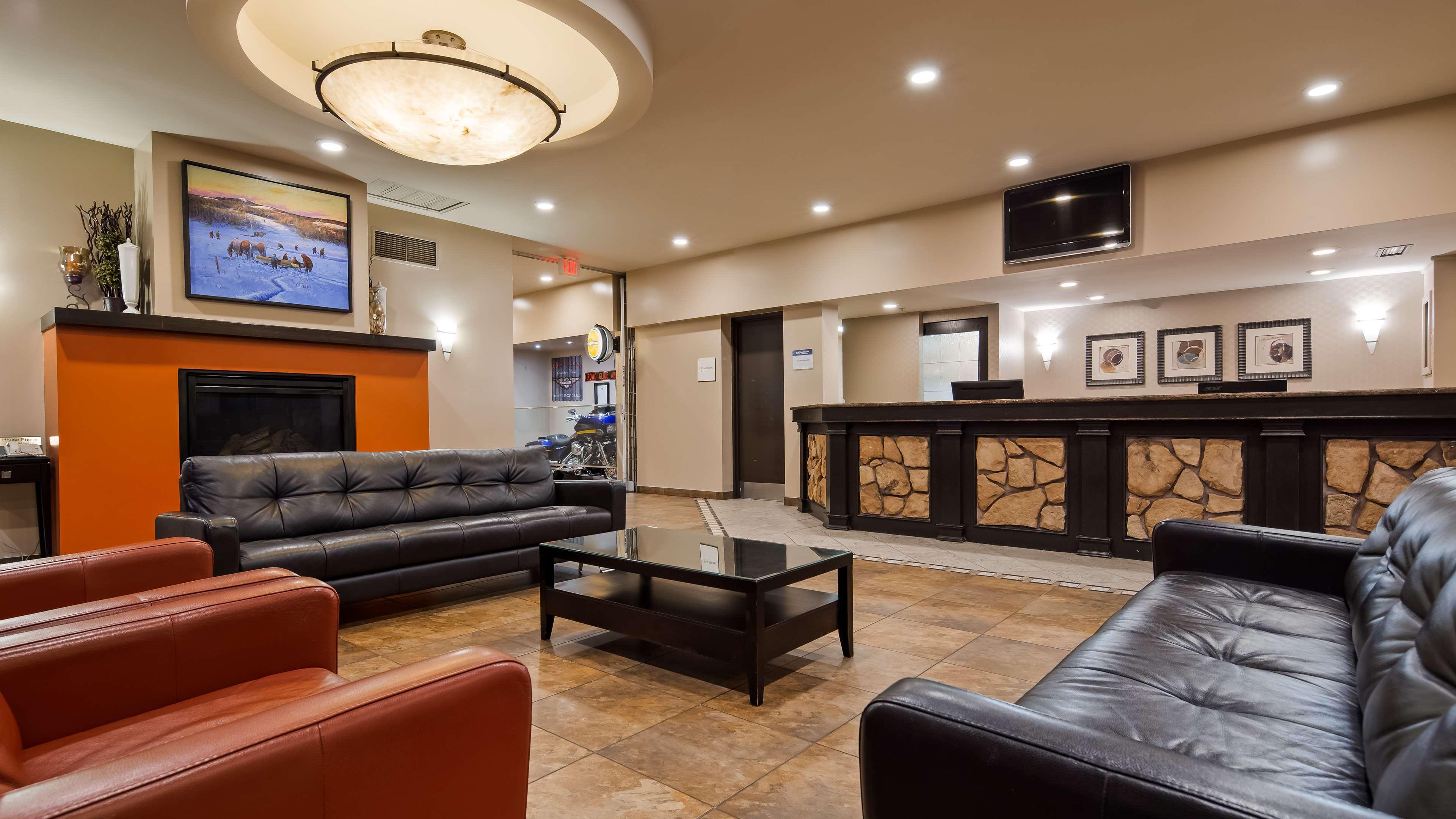 SureStay Plus Hotel by Best Western Seven Oaks in Regina: Lobby