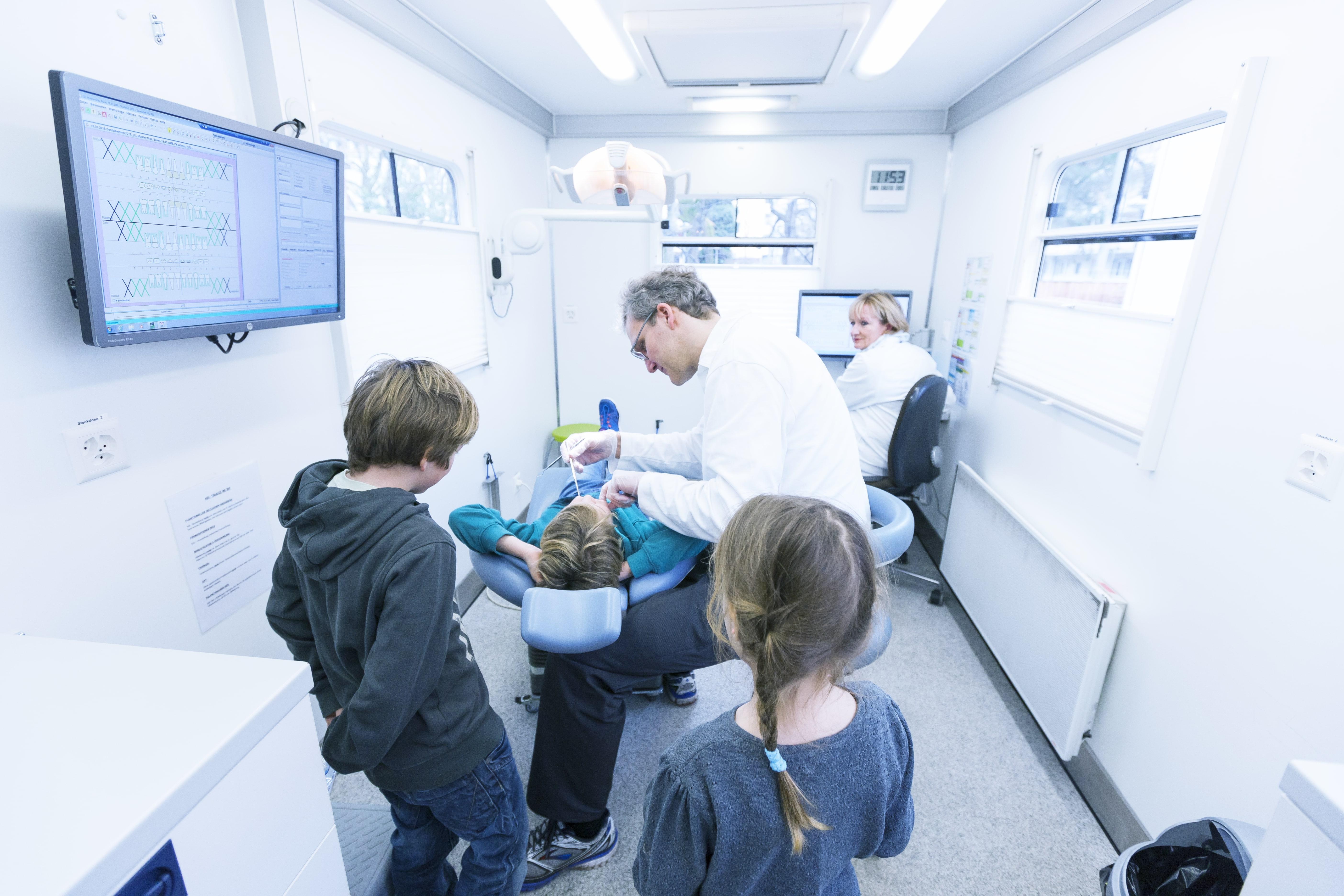 UZB Basel   Allgemeine Kinder- und Jugendzahnmedizin   Schulzahnklinik