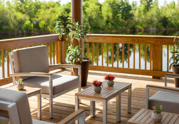Enjoy a cup of coffee in our lakeside gazebo, which offers wonderful views and a sense of calm.