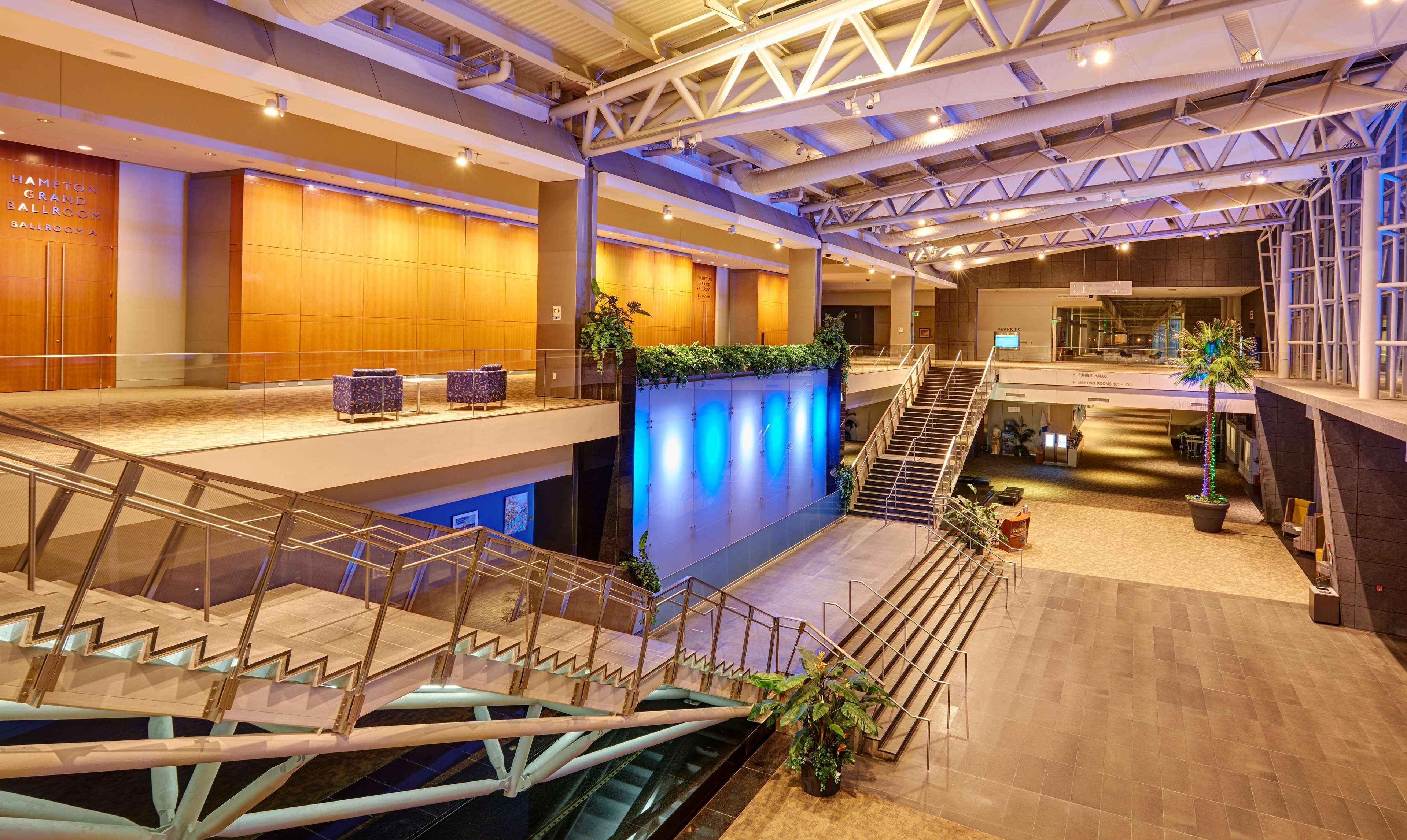 embassy suites by hilton hampton hotel convention center. Black Bedroom Furniture Sets. Home Design Ideas