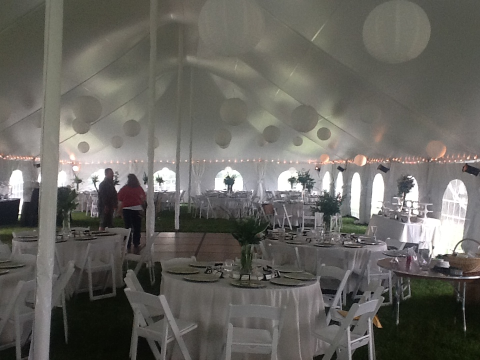 40 X100 High Peak Pole Tent With 5 Round Tables White