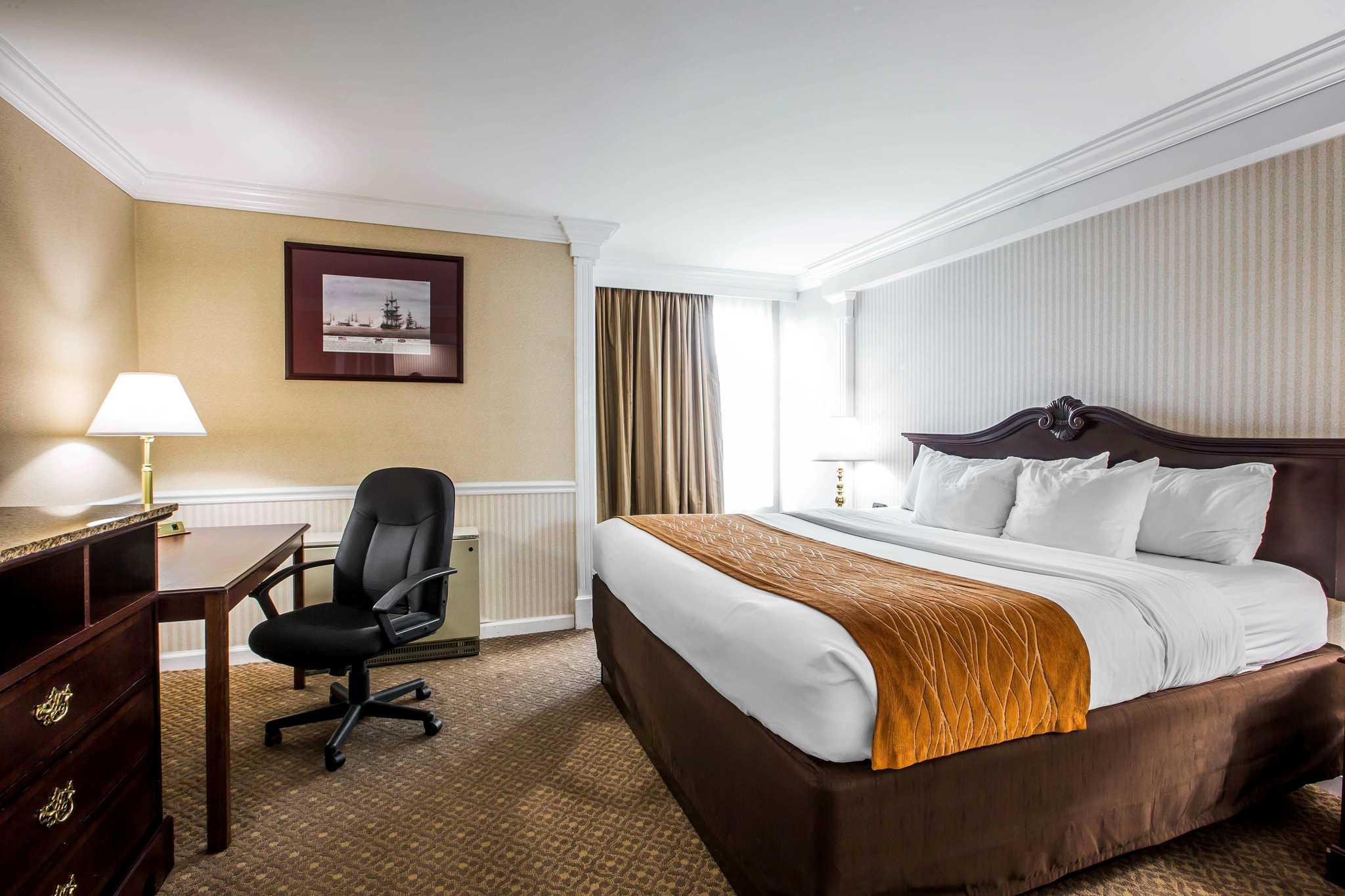 Comfort Inn Amp Suites Plattsburgh New York Ny