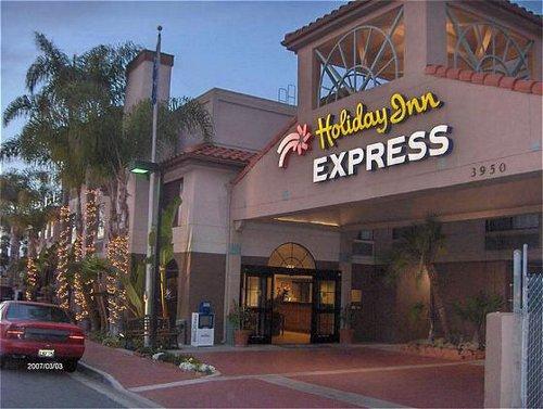 Jupiters casino opening hours christmas day