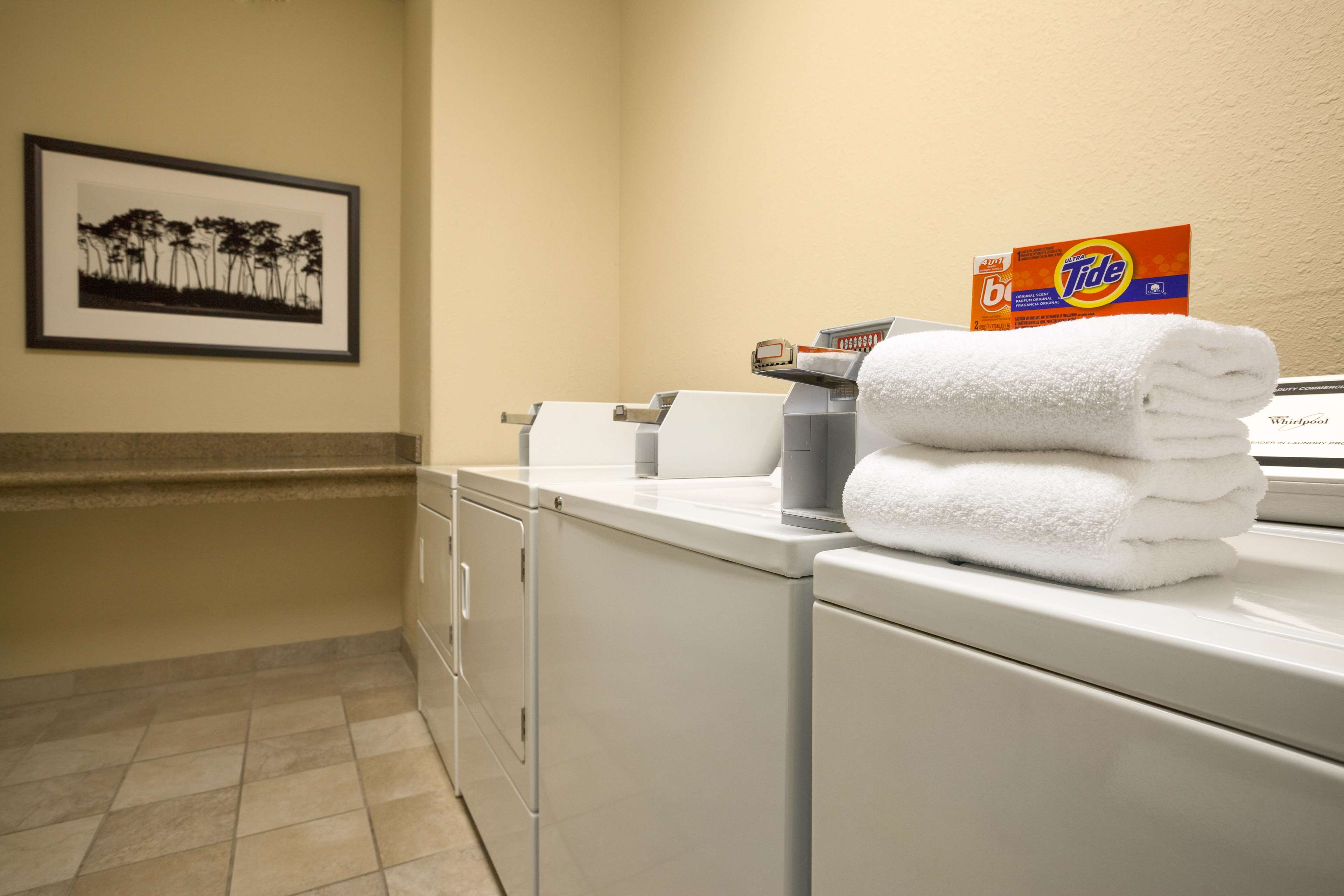 Guest Laundry x Country Inn & Suites by Radisson, Toronto Mississauga, ON Mississauga (905)564-2122