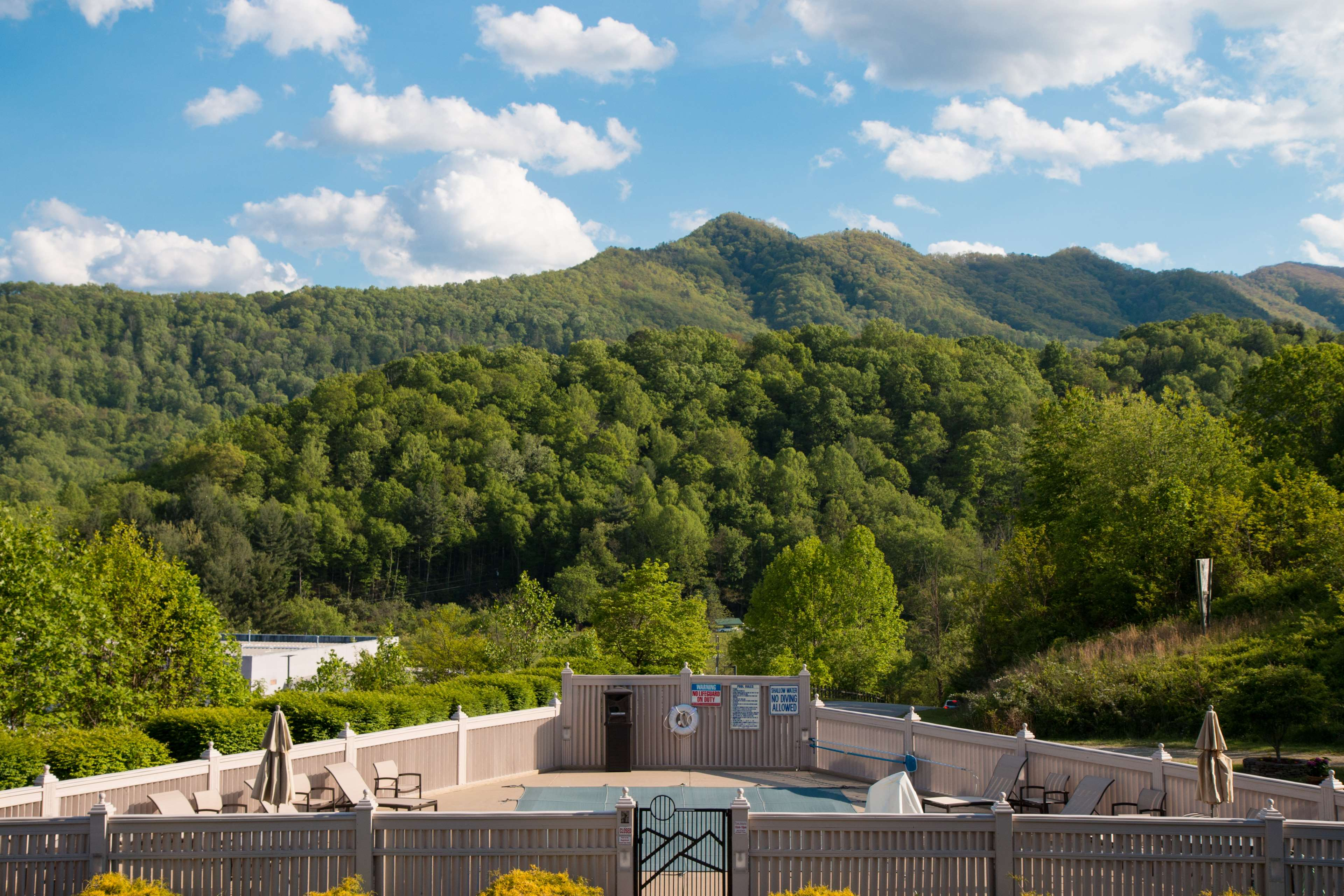 Best western smoky mountain inn waynesville north for Taylor motor company waynesville nc