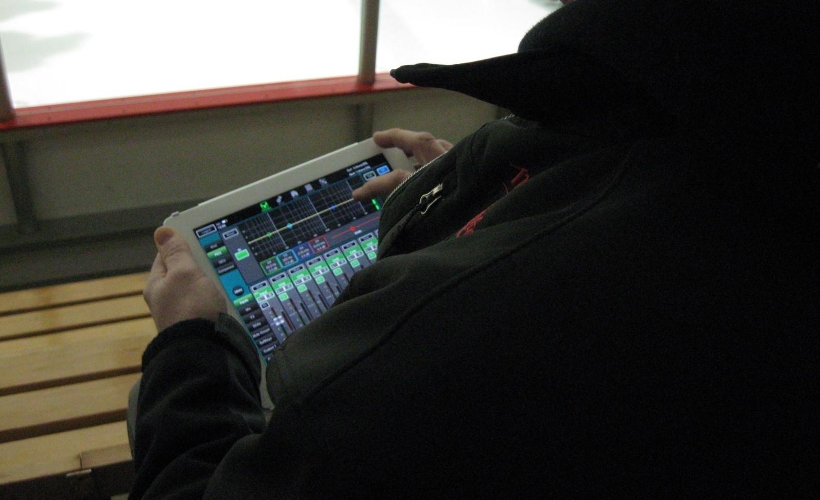 E-lite inc à Montréal: Network sound adjustment with an iPad. Allen & Heath