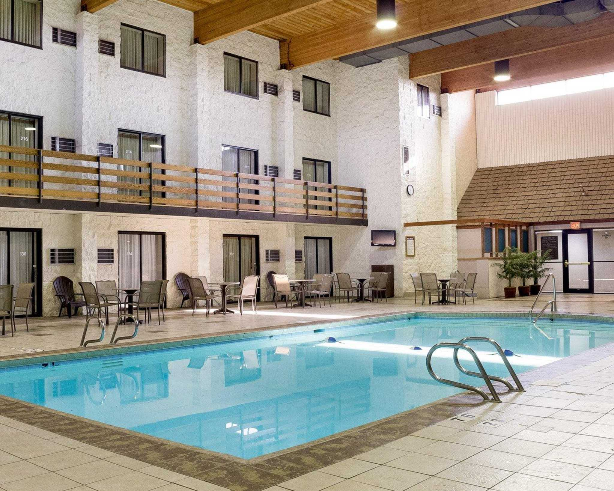 Hotels With Poolside Rooms In Bismarck Nd