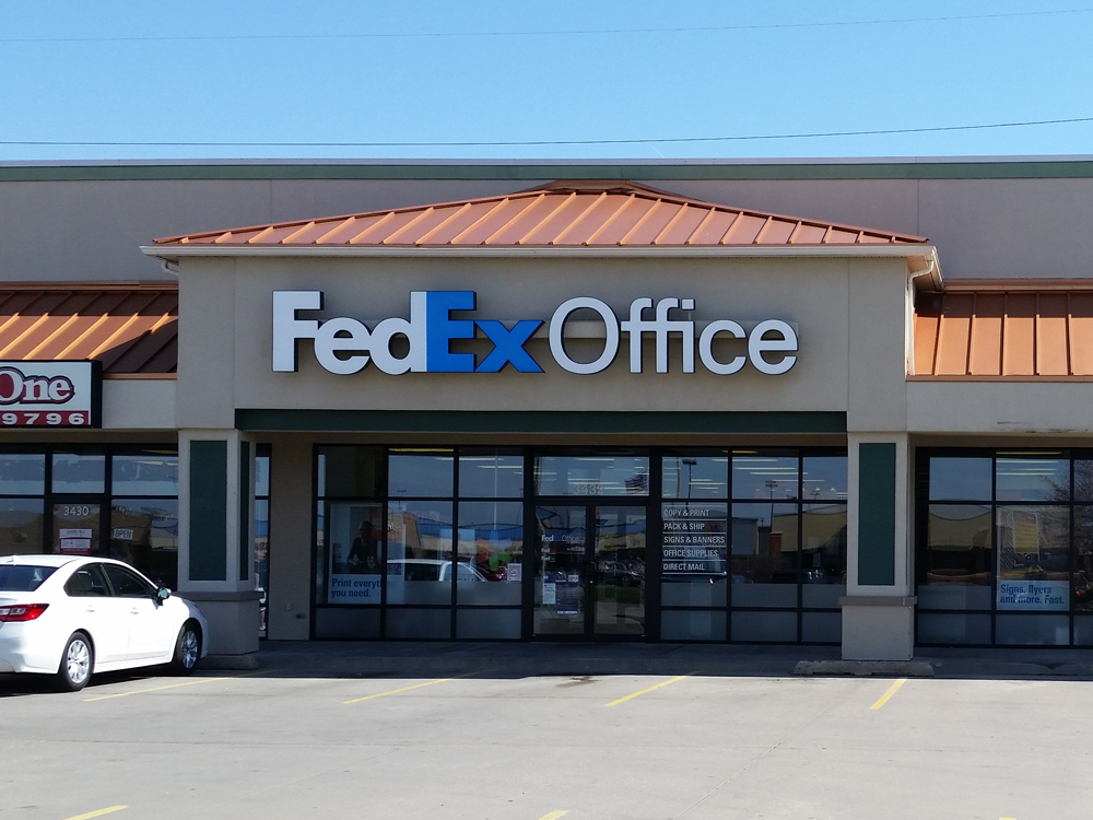 FedEx Office in Dallas, TX provides a one-stop shop for small businesses printing and shipping expertise and reliable customer service when and where you need it. Services include copying and digital printing, direct mail, signs and graphics, Internet access, computer rental, fax services, passport photos, FedEx Express and FedEx Ground shipping.3/5(12).
