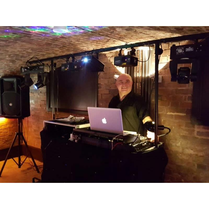 Worcestershire DJ Hire - Evesham, Worcestershire WR11 4HY - 07787 123804   ShowMeLocal.com
