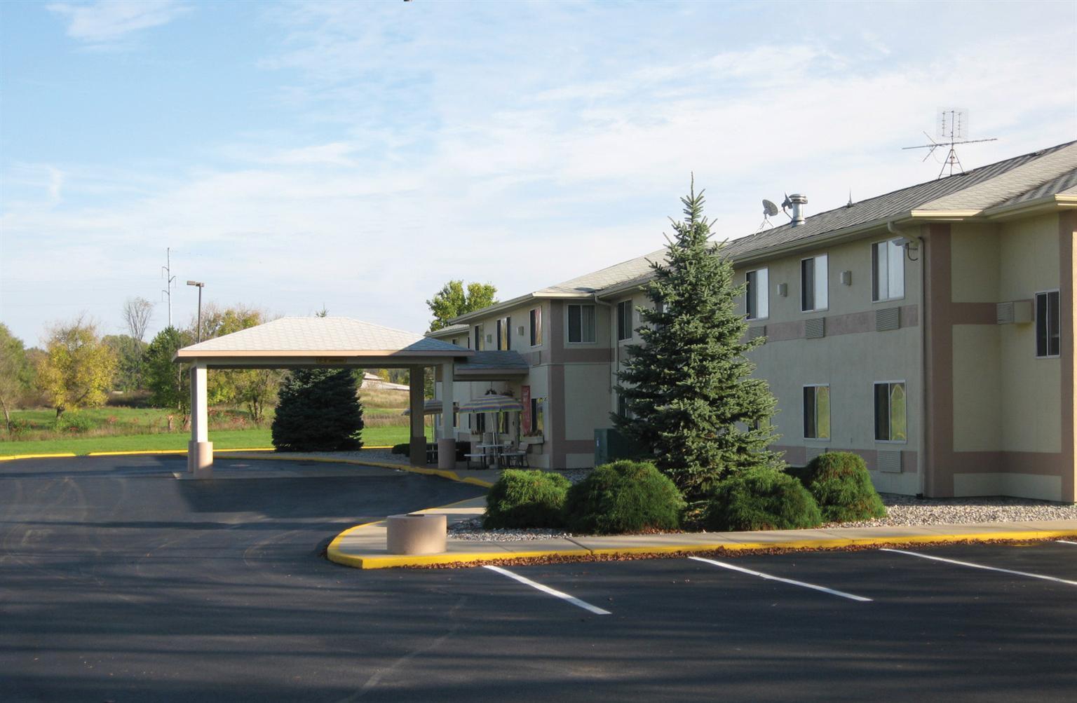 Crestview Motel Charlotte Mi