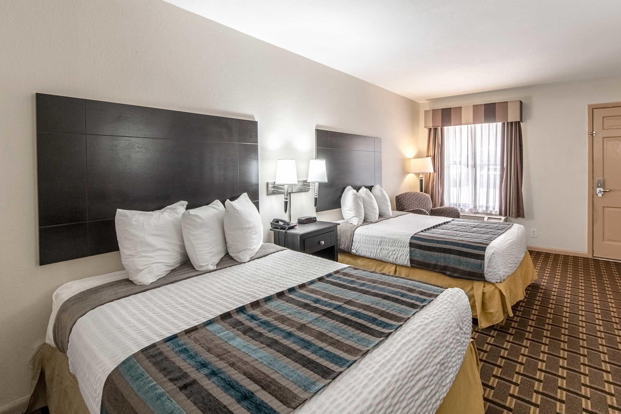 Hotels Near Concordia University Chicago