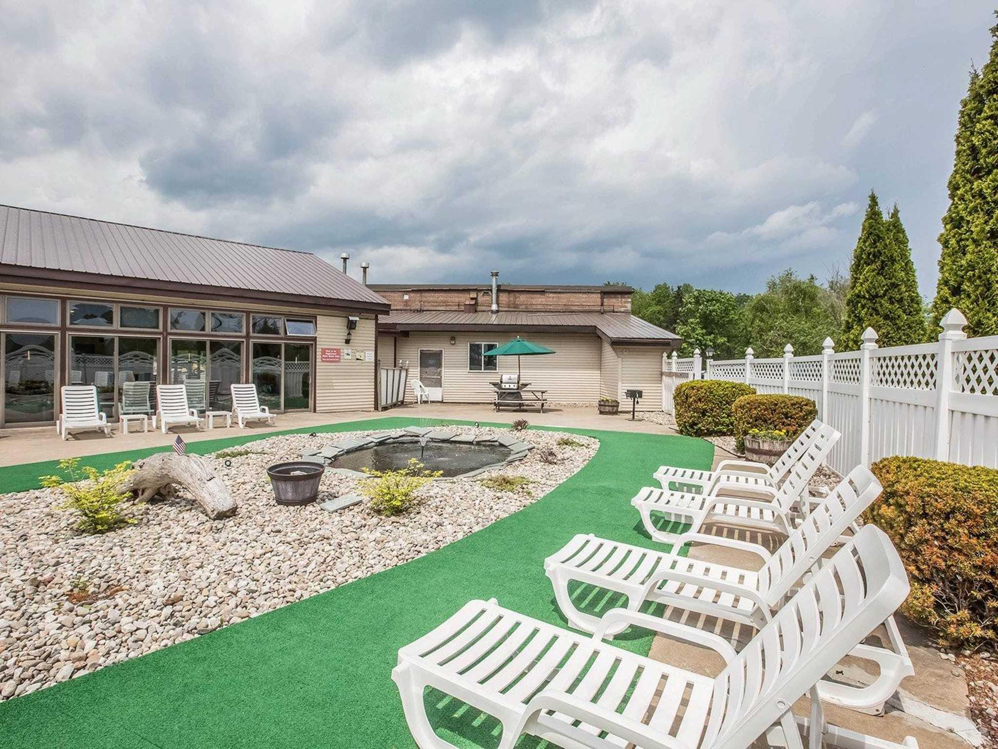 Econo Lodge Inn Amp Suites Plattsburgh New York Ny