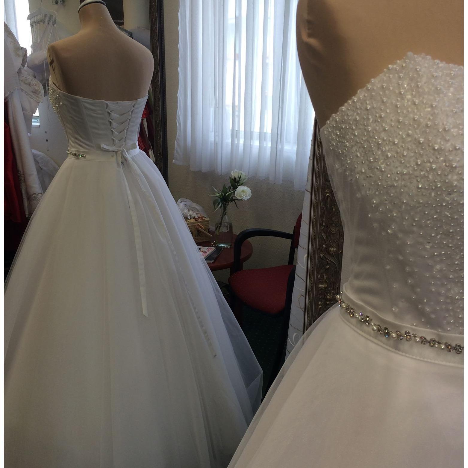 Amira Esküvői Ruhaszalon