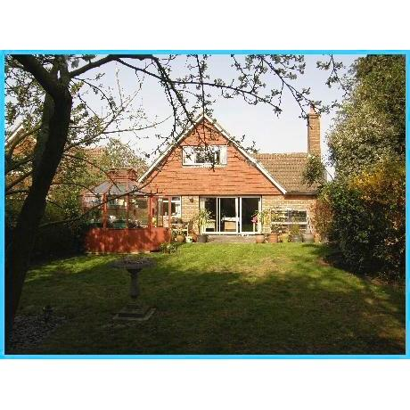 Lola's Bed & Breakfast - Orpington, London BR6 8HP - 01689 603072 | ShowMeLocal.com