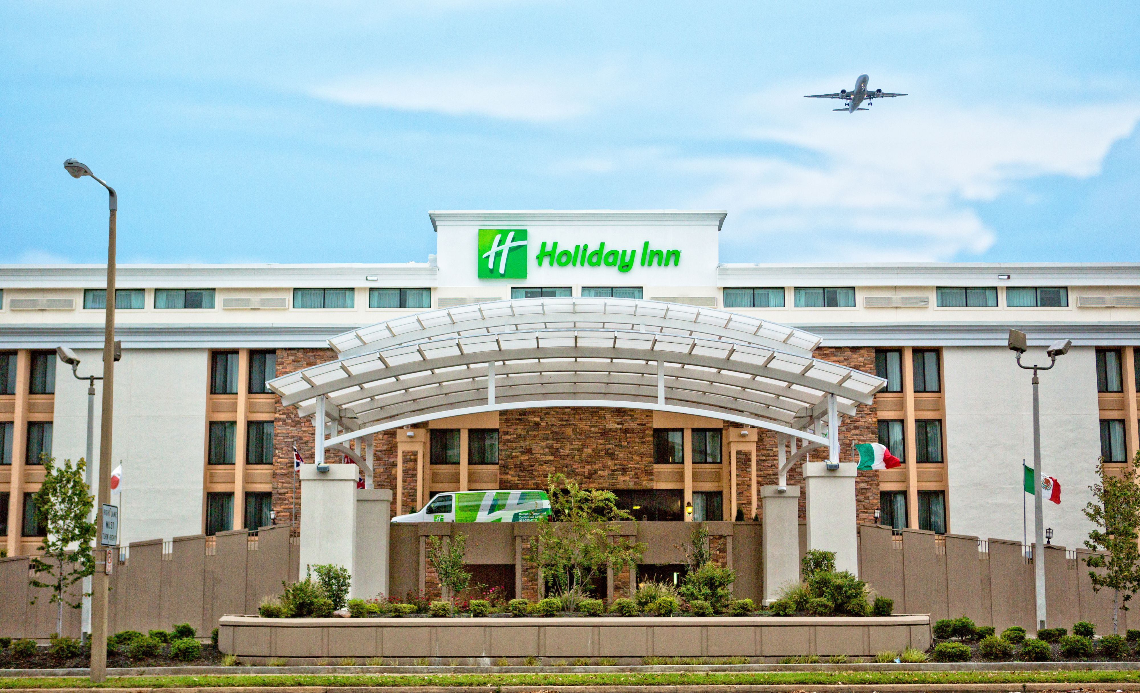 Holiday inn memphis airport conf ctr memphis tennessee for Motels near graceland memphis tn